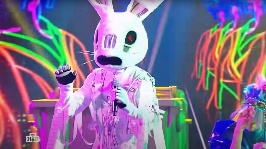 Валерия намекнула, кто выступает в костюме Зайца на шоу «Маска», но при этом сказала, что ее просят «не трогать Зайца»