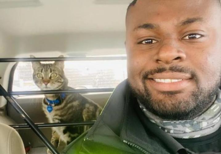 Бездомные животные в Канаде: полицейский собирает «потеряшек», отвозит их в приют и заодно делает селфи с каждым из них