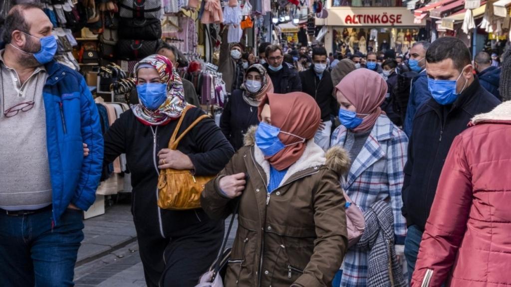 Президент Турции объявил жесткий локдаун из-за ситуации с коронавирусом
