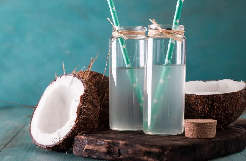 Рецепт освежающего летнего коктейля, который способствует разглаживанию зрелой кожи