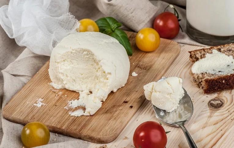 Не стоит зацикливаться на обезжиренном молоке и кефире: молочный жир защищает от ожирения и продлевает жизнь
