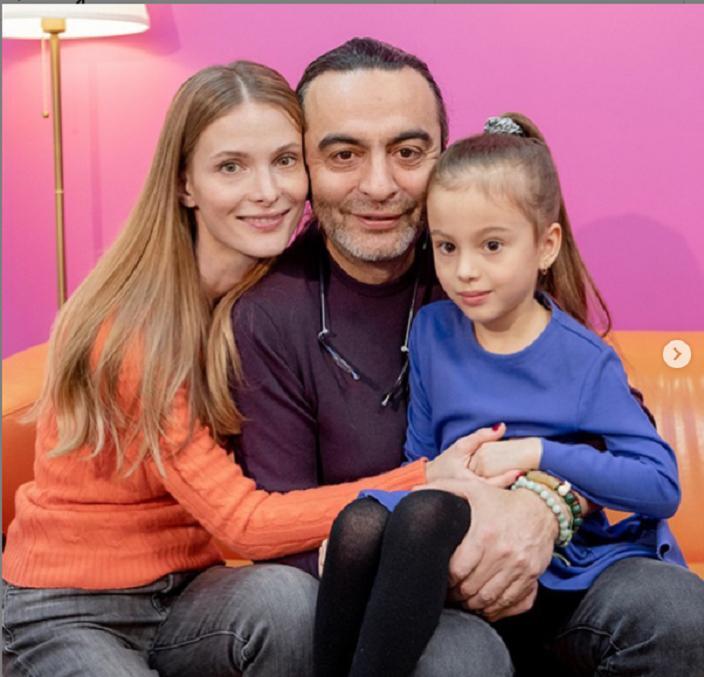 """Ради нее ушел от жены и двоих детей: муж Светланы Ивановой из сериала """"Мур-Мур"""" старше ее на 24 года"""