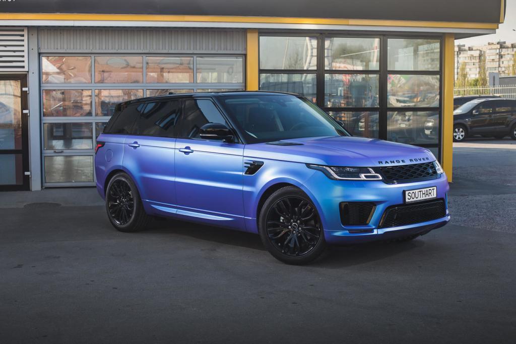 Новая версия модели автомобиля Land Rover Defender: реализация стартовала в РФ
