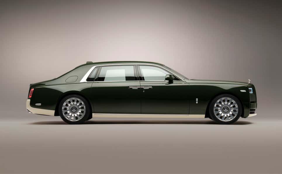 Rolls-Royce создал уникальный фантом для клиента-миллиардера: как выглядит автомобиль снаружи и внутри