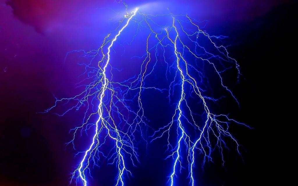 Физики обнаружили, что молнии помогают очищать атмосферу от смога и прочих загрязнений
