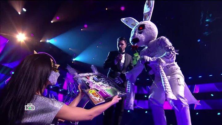 Три самых популярных версии, кто скрывается за маской Зайца в популярном шоу: сравниваем голоса и фото в полный рост