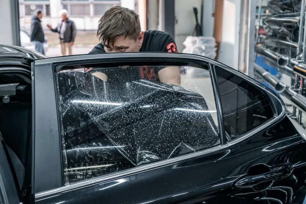 В Москве за неправильную тонировку оштрафовали 17 тысяч водителей: как сделать тонировку своими руками без ошибок