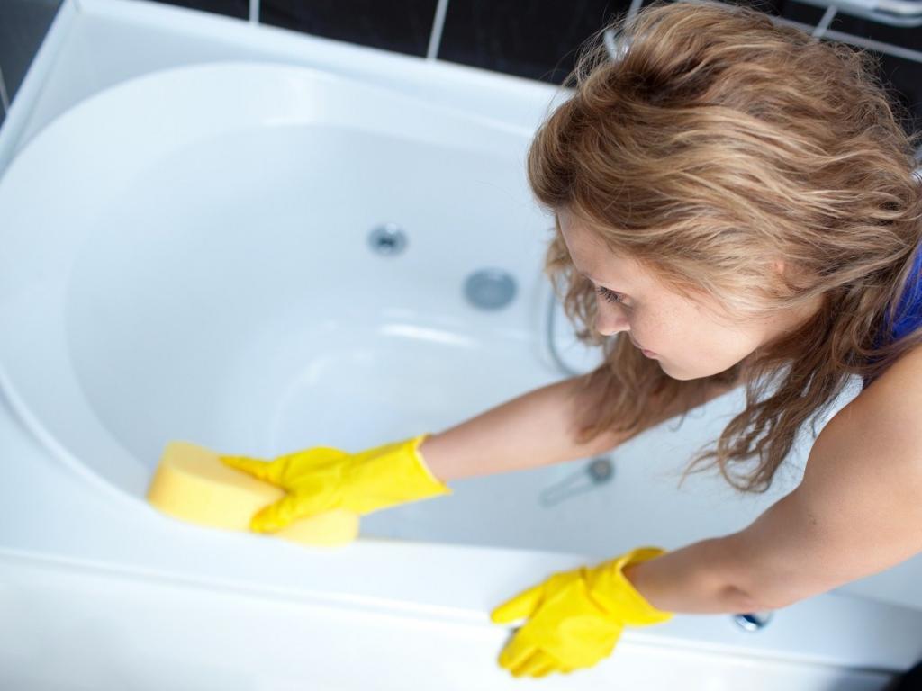 Ванна ничем не хуже душа: дерматолог и микробиолог развенчали главный миф о гигиене и рассказали, как принимать полезную ванну