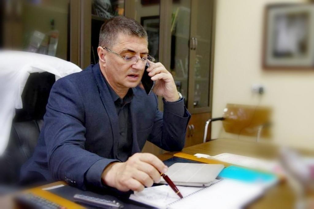"""""""Все делайте так"""": доктор Мясников назвал себя примером для россиян"""