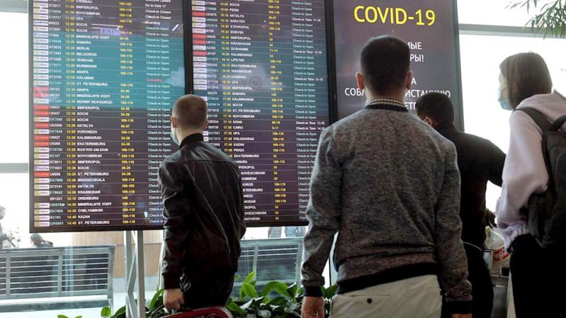 Россиянам рассказали, почему даже прошедшим вакцинацию от COVID-19 необходимо сдавать тесты на коронавирус при возвращении из-за границы