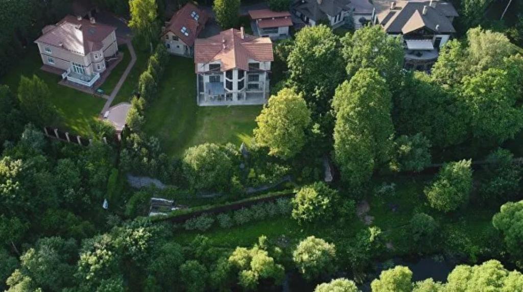 Чтобы избежать штрафа: россиянам рассказали, как законно обустроить загородный участок