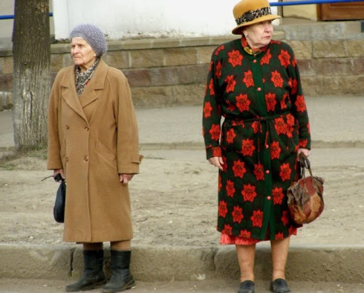 Лайфхаки для зрелых дам: какого цвета купить одежду, чтобы скинуть 10 лет
