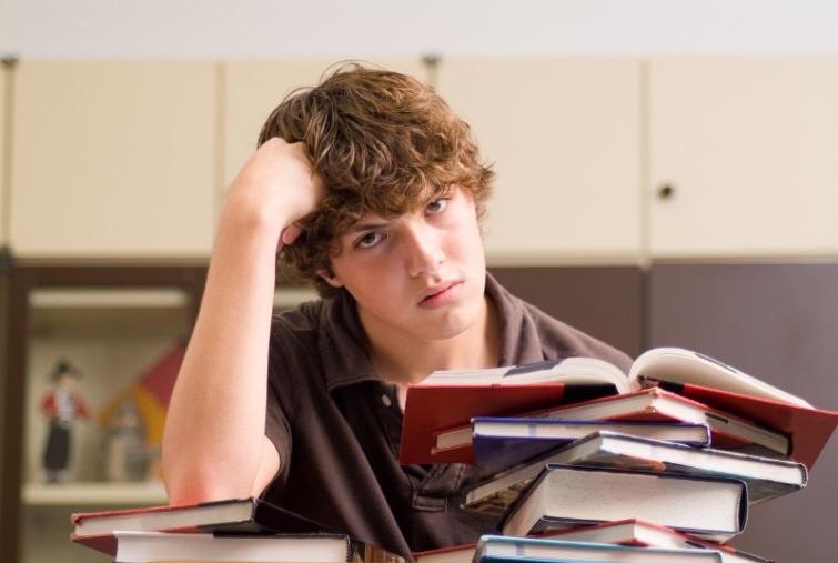 """Двенадцатилетка или сокращение """"домашек"""" и """"контрошек"""": как эксперты планируют облегчить жизнь школьникам в ближайшие годы"""