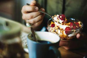 10 питательных продуктов, которые на самом деле заставят вас похудеть