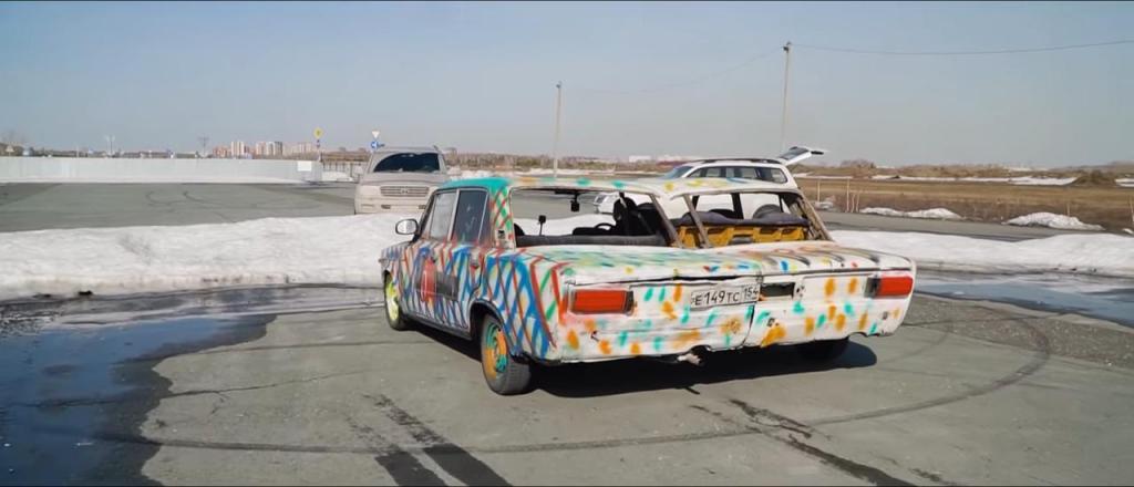 Умельцы превращают две «Лады» в один широкофюзеляжный автомобиль