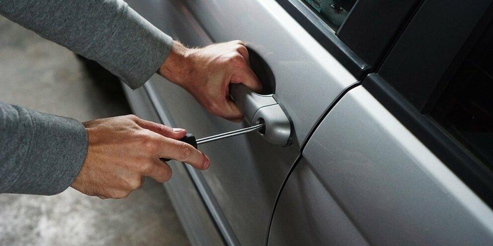Злоумышленники начали совершать кражи новых деталей из автомобилей