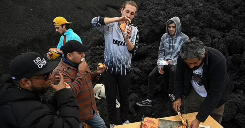 Смекалистый предприниматель в Гватемале использует действующий вулкан, чтобы готовить пиццу для туристов: фото