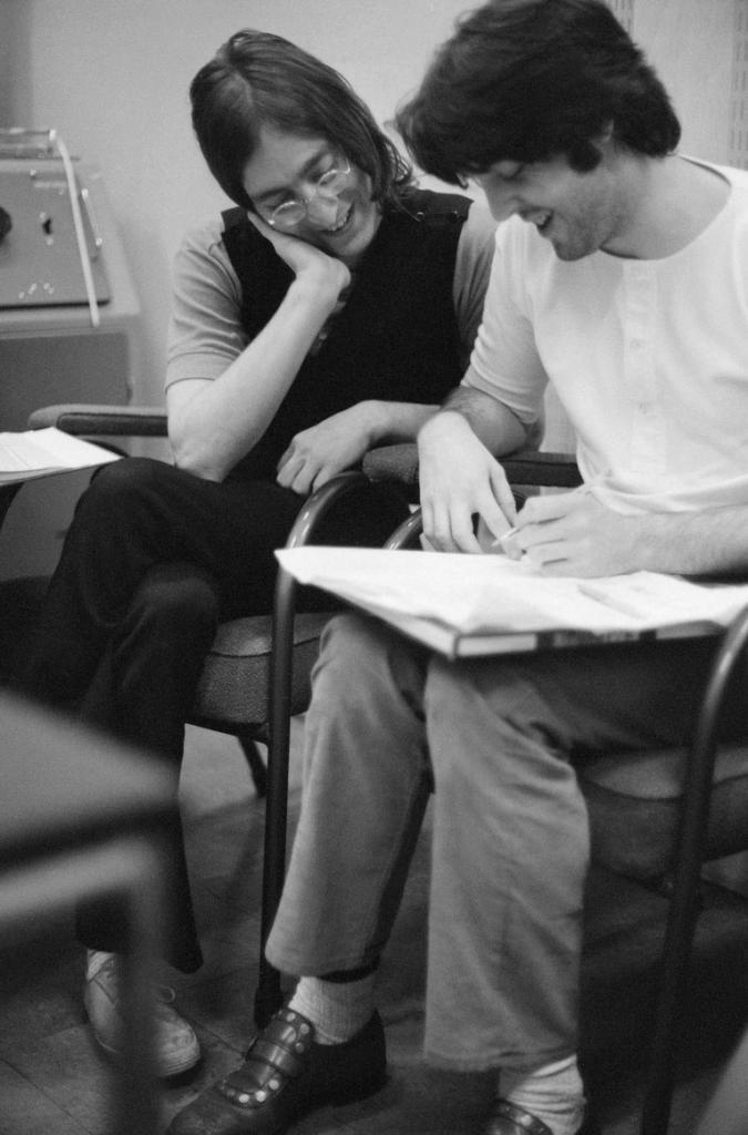 """""""Чем старше становлюсь, тем меньше верю, что мудрость приходит с годами"""": лучшие цитаты и редкие фото Пола Маккартни"""