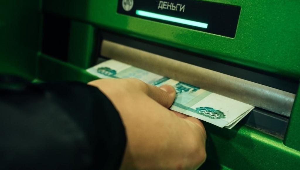 Российские банки позволят третьим лицам снимать деньги клиентов по QR-коду