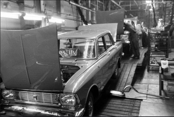 Производство советского «Москвича-412», Trabant из ГДР и других легендарных марок машин из социалистического прошлого (фото)