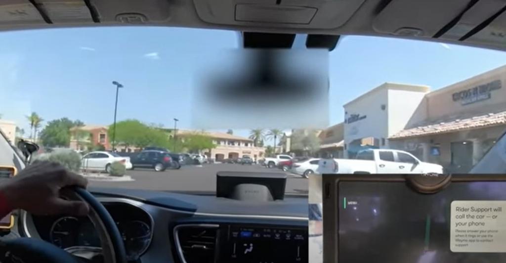 Конусы сбили с толку: в Аризоне беспилотное такси попало в незапланированную ситуацию и в итоге вышло из строя