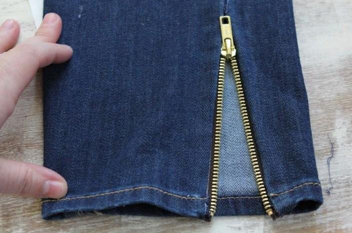 """Как вставить """"молнии"""" в штанины без шитья: джинсовый лайфхак"""
