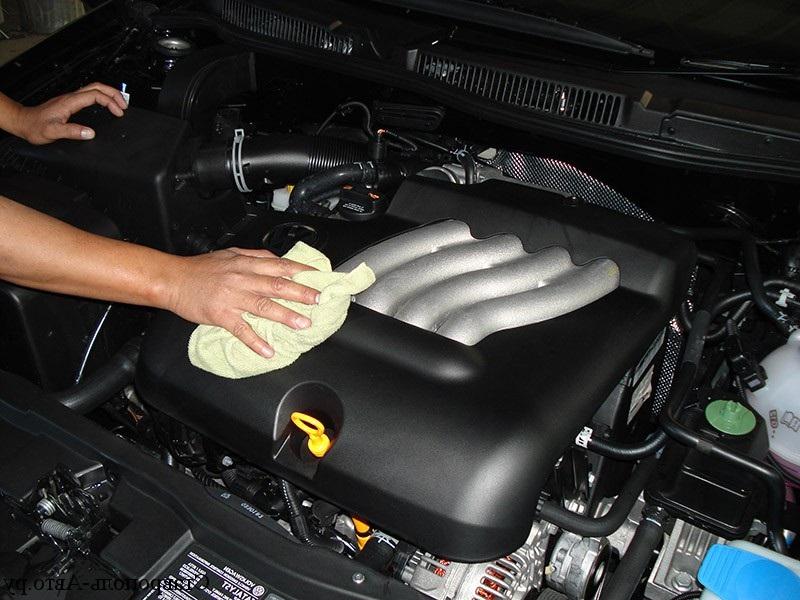"""Многие не заморачиваются и начинают мыть двигатель, разогретый до рабочего режима: как правильно и без последствий помыть """"сердце"""" автомобиля"""