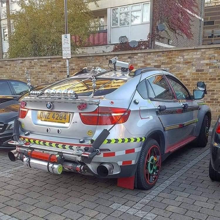 «Креативность» некоторых владельцев культового BMW иногда зашкаливает (фото)