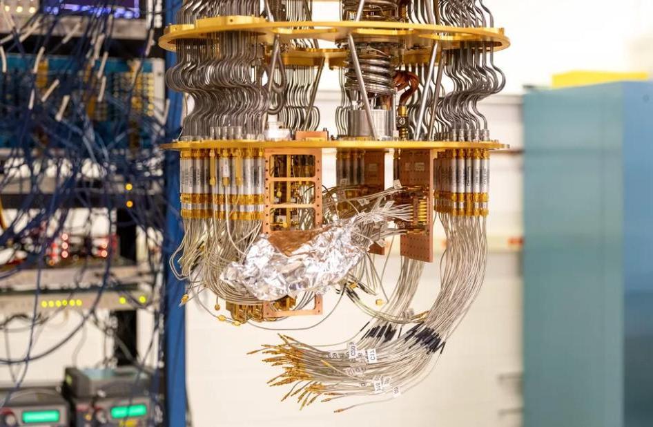 Как выглядит технология квантовых вычислений Google и внутренности пяти массивных квантовых компьютеров внутри