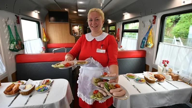 Кормить будут по-новому: в РЖД планируют отказаться от вагонов-ресторанов и сохранить их только в туристических и фирменных поездах