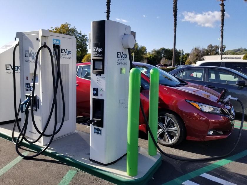 Заправка электромобилей в России: власти Москвы устанавливают 50 зарядных станций для обеспечения владельцев электромобилей зарядным током
