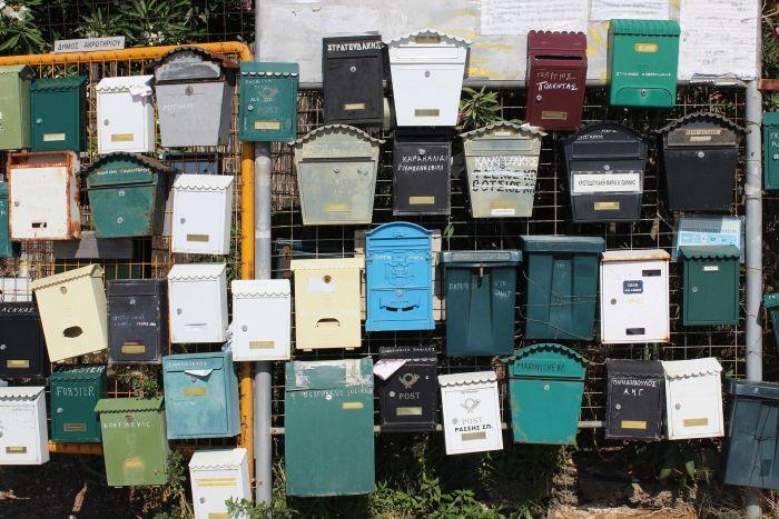 Не только письма, но и посылки: «Почта России» планирует установить постаматы вместо почтовых ящиков в подъездах