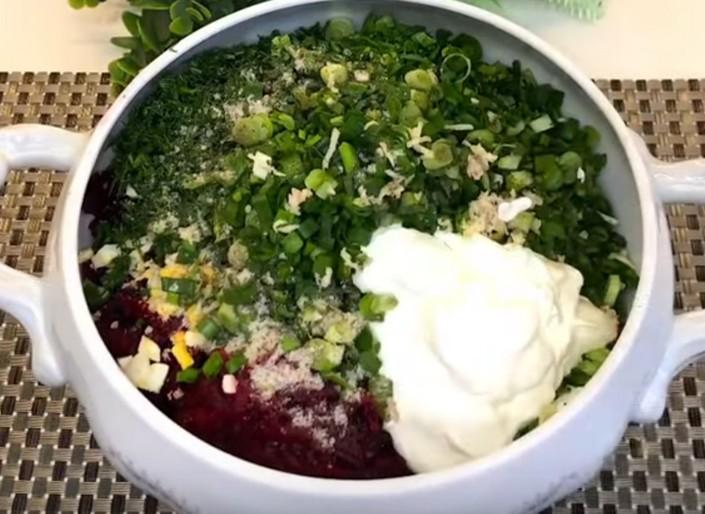 Освежающий летний суп: холодный литовский шалтибарщай на кефире