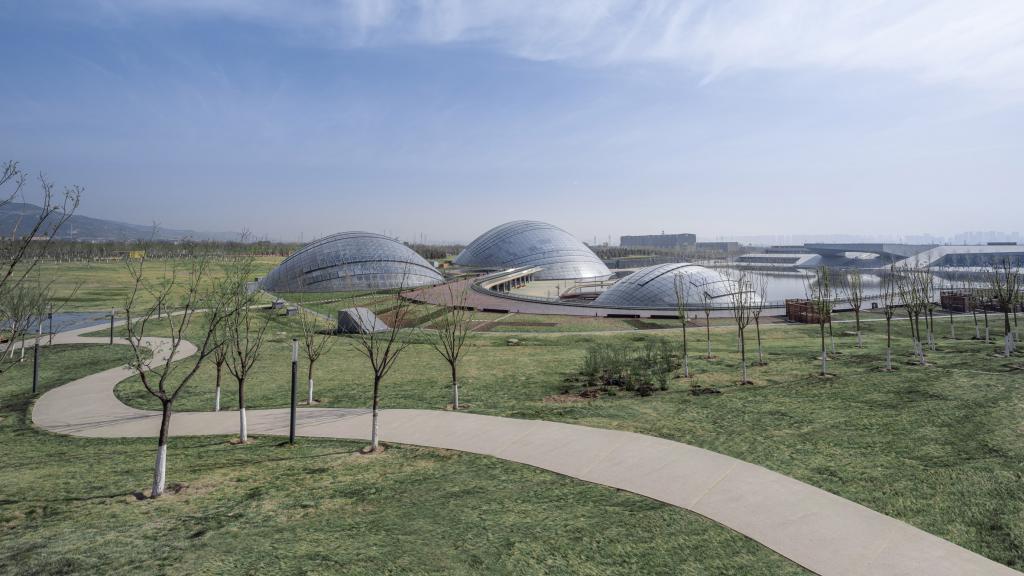В Китае завершили строительство Тайюаньского ботанического сада с гигантскими купольными теплицами