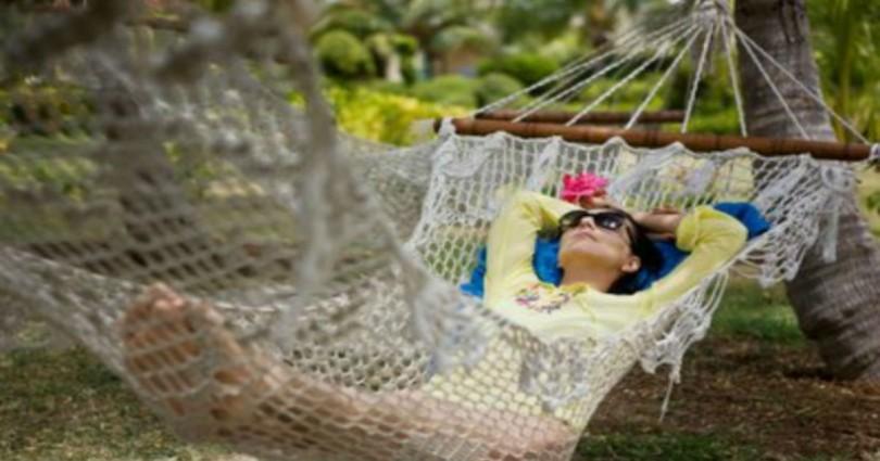 С Весами спокойный отпуск обеспечен: как себя ведут знаки зодиака во время отдыха. Решаем, с кем поехать в путешествие
