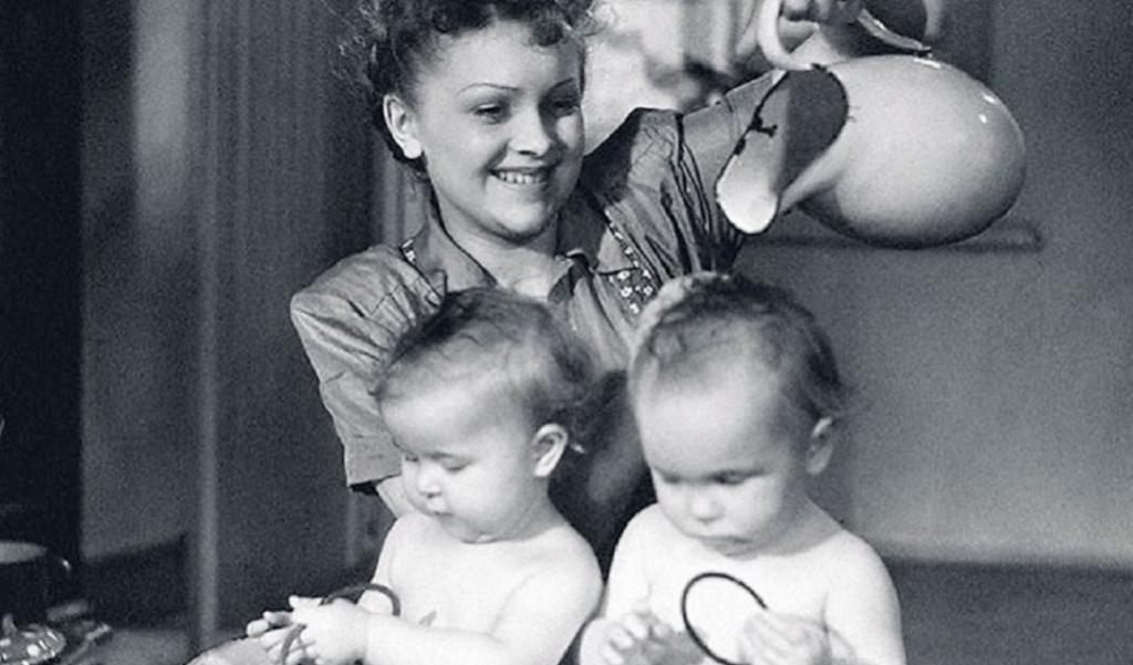 Несчастье для всей семьи: как наши прабабушки относились к близнецам