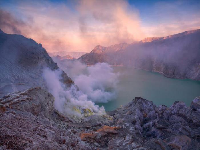 разноцветный вулкан