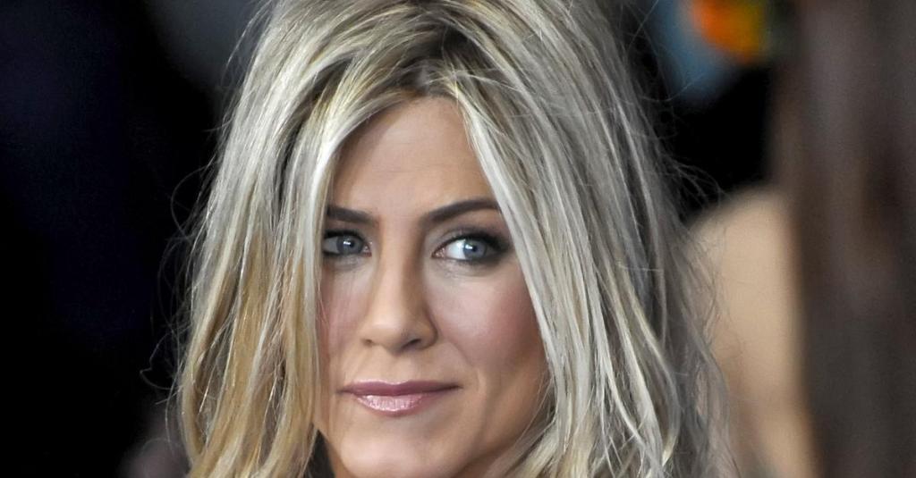 Новый тренд: знаменитости больше не подкрашивают корни, и это выглядит вдохновляюще (фото)