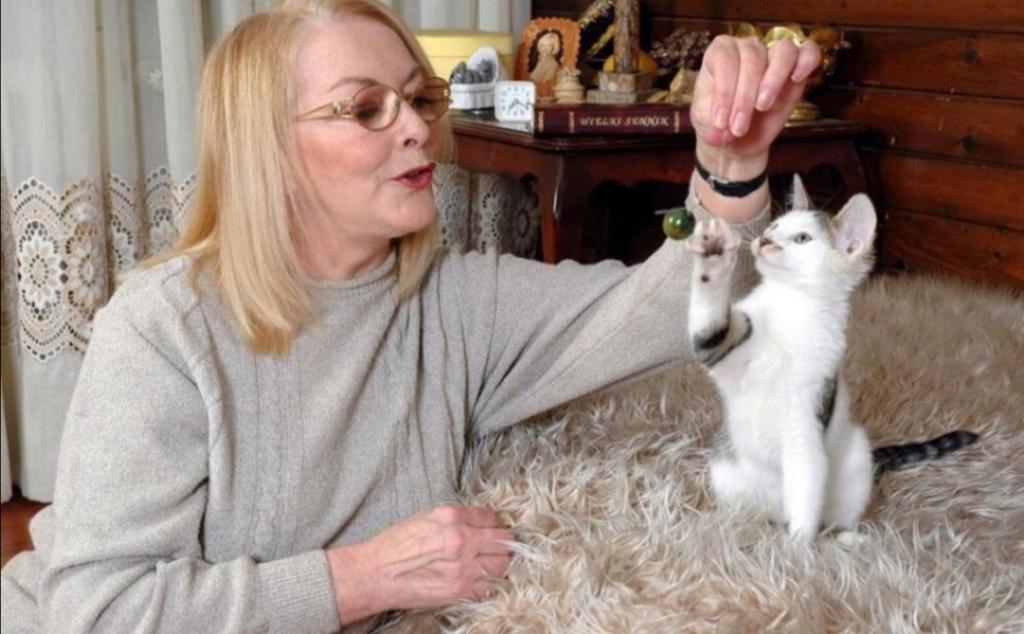 Варит варенье и выращивает цветы: как сейчас живет 80-летняя Барбара Брыльска