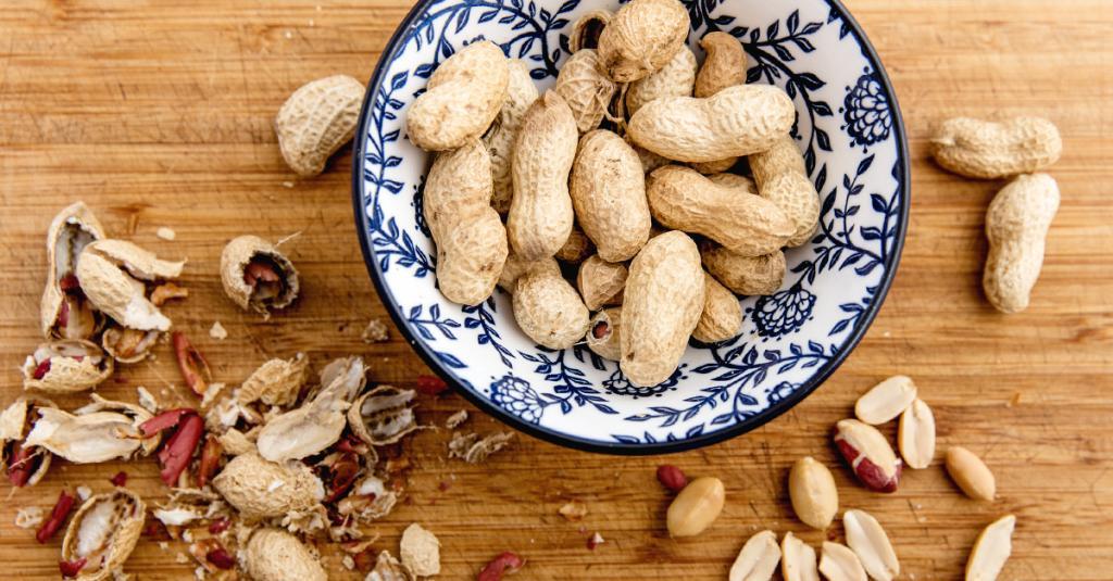 Огурец и арахис являются полезными продуктами, однако их совместное употребление способно вызвать проблемы в работе желудка
