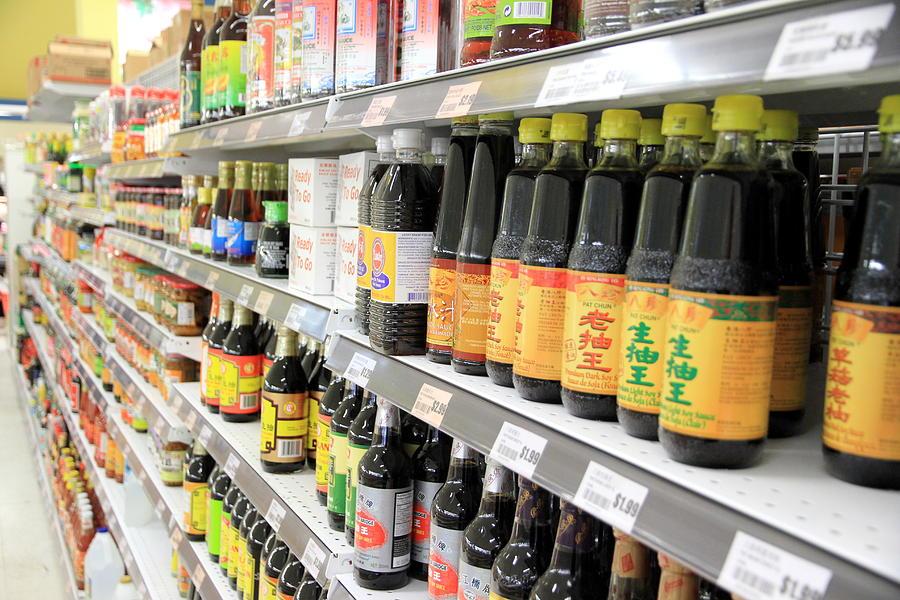 Соевый соус: из чего его делают на самом деле. И как случайно не купить соленую коричневую воду вместо хорошего и полезного продукта