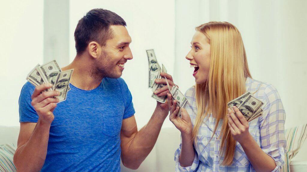 """Почему заработанные деньги не надо копить — лучше тратить. Целых 8 аргументов, которые намного важнее запаса на """"черный день"""""""