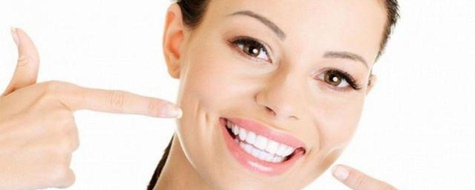 Люди, которые улыбаются, выглядят моложе: исследование ученых