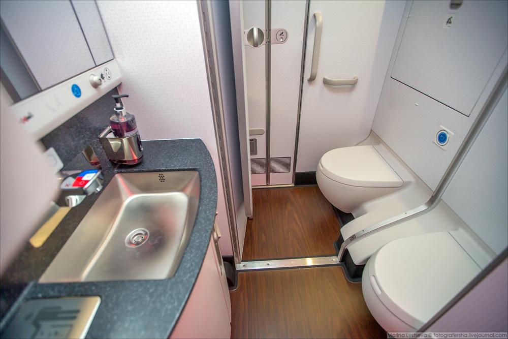 Нельзя ходить босиком: 3 правила, которые часто нарушают пассажиры самолетов