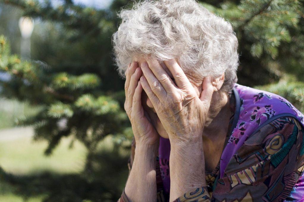Деньгами и продуктами: почему пенсионеры помогают взрослым детям, а не наоборот (две банальные истории и советы психологов)