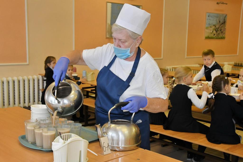 В России прорабатывают программу, в рамках которой дети в школах будут ежедневно обеспечиваться молоком в качестве дополнительного питания