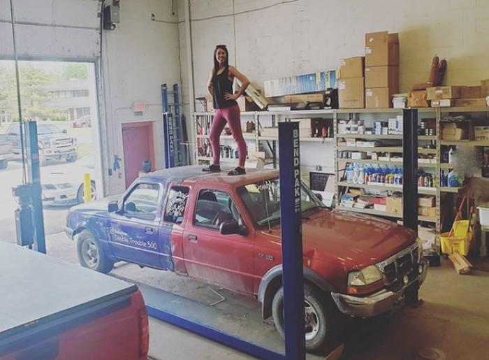 «В какую сторону он движется?»: странный Ford Ranger «Тяни-Толкай» - людям интересно, оформлен ли он по закону