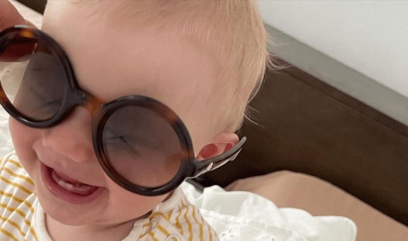 Марина Зудина призналась, что почти год как бабушка, и выложила фотографии Мии — дочки Павла Табакова