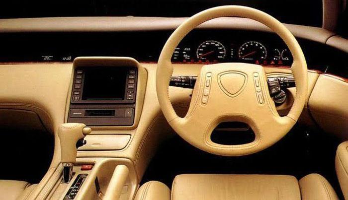 Схожие с игровой консолью: самые крутые рулевые колеса в истории автомобилей