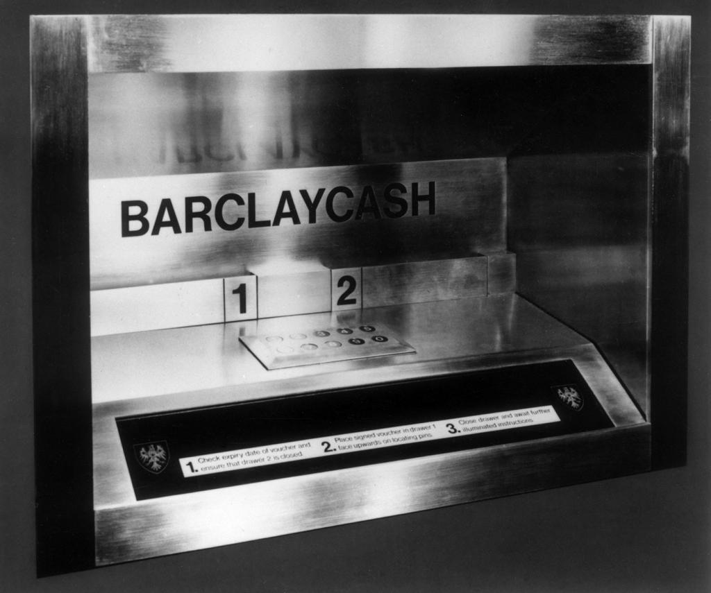 """У банкомата есть """"мозги"""" и он иногда мерзнет: что еще мы не знаем о """"денежных машинах"""""""